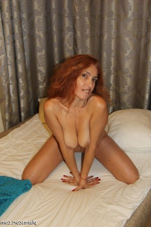 Aldina escort girl massage tantrique sexemodel à La Celle-Saint-Cloud
